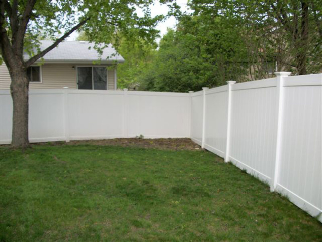 V-0711 - Vinyl Privacy Fence