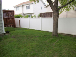 V-0714 - Vinyl Privacy Fence