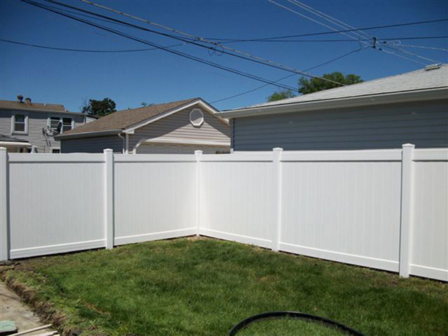 V-0700 - Vinyl Privacy Fence