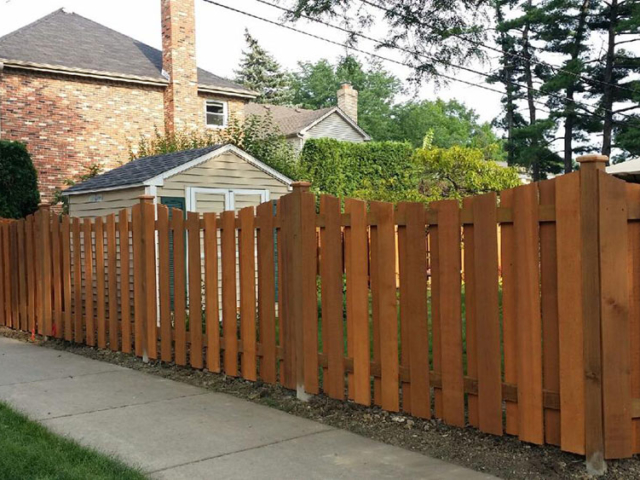 C-0706 – Short Curved Cedar Fence
