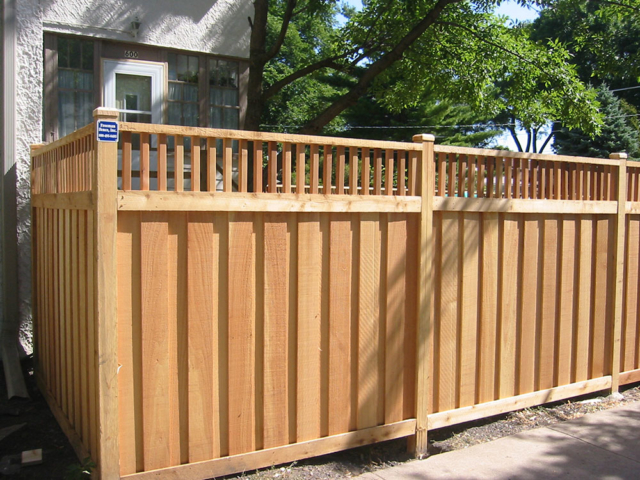 C-0763 - Cedar Fence with Decorative Top