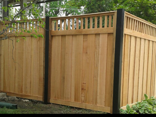 C-0759 - Cedar Fence with Decorative Top