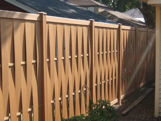 C-0737 – Alternating Slat Cedar Fence