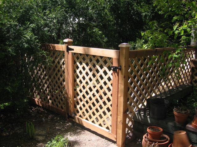 C-0746 - Cedar Fence Gate with Lattice