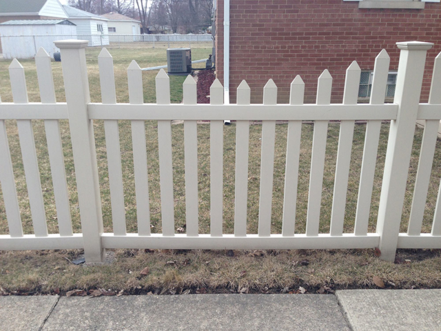 V-0715 - Short Vinyl Picket Fence