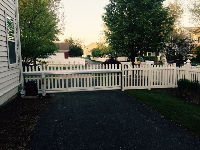 V-0716 - Short Vinyl Picket Fence with Gate Operator