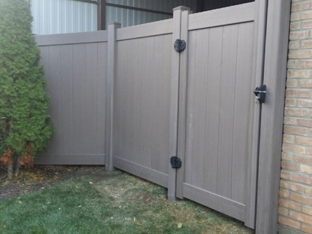 V-0733 - Colored Vinyl Fence with Gate