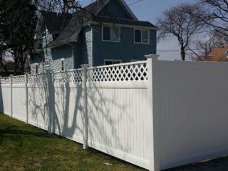 V-0734 - Vinyl Fence with Lattice