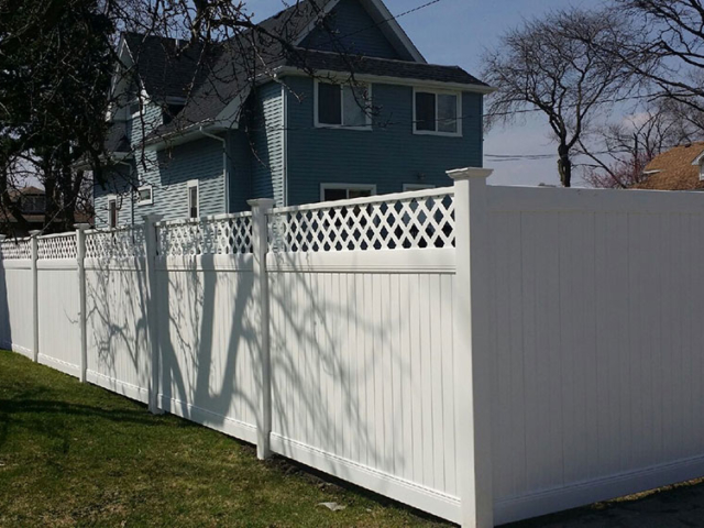 V-0734 - Vinyl Fence with Lattice