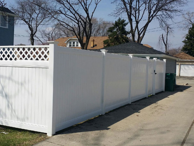 V-0735 - Vinyl Fence with Lattice