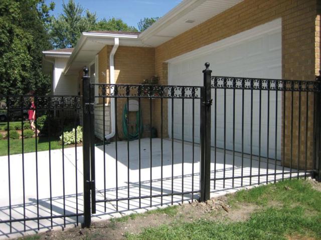 A-0702 - Aluminum Fence