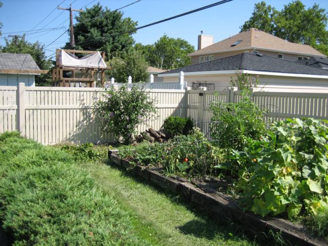 V-0722 - Vinyl Garden Fence