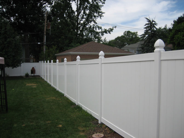 V-0723 - Vinyl Privacy Fence