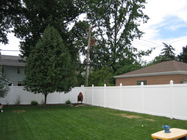 V-0724 - Vinyl Privacy Fence