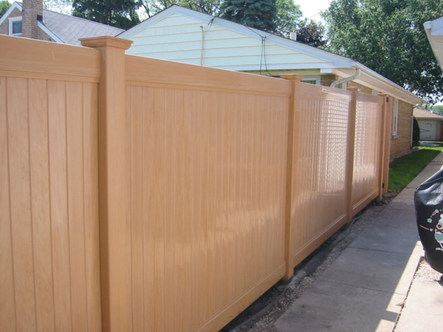 V-0702 - Vinyl Privacy Fence