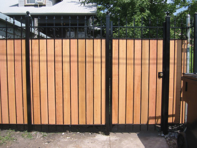 C-0709 - Cedar and Iron Fence