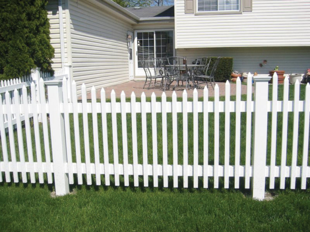 V-0701 - Vinyl Picket Fence