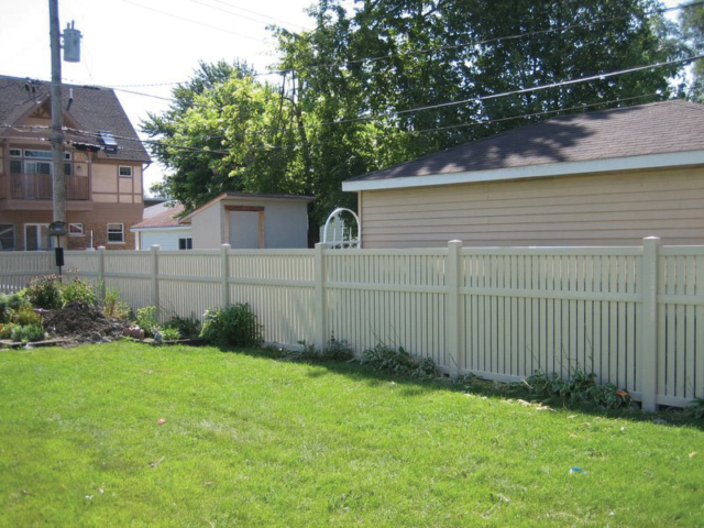 V-0726 - Vinyl Privacy Fence