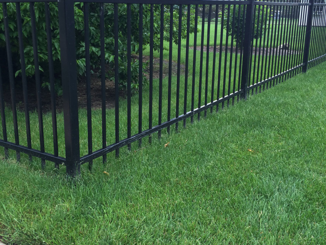 S-016 - Short Steel Fence