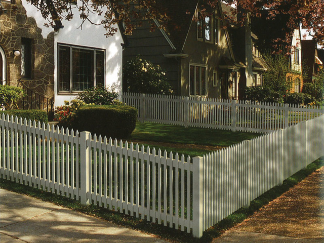 V-0705 - Vinyl Picket Fence
