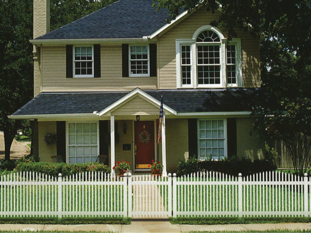 V-706 - Vinyl Picket Fence