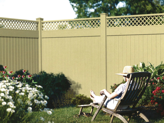 V-709 - Vinyl Fence with Lattice Top